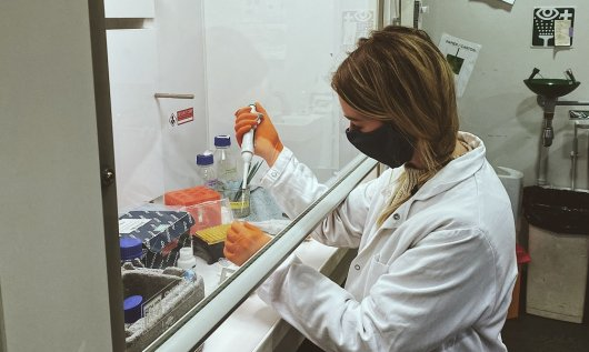 Jennifer working in the lab